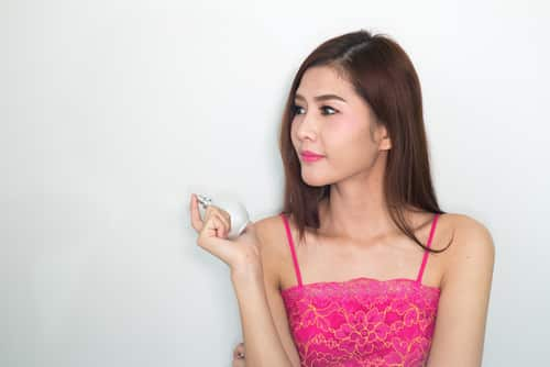 Can I marry my Thai girlfriend on UK visitors visa?